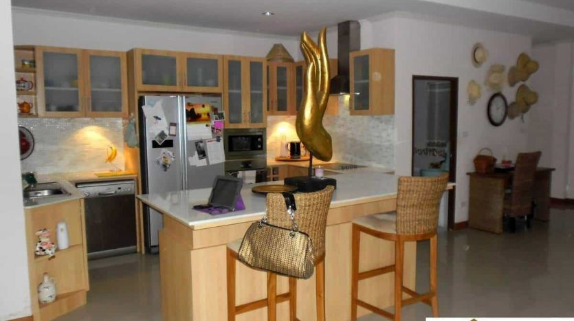 Beautiful 3 Bed Pool Villa With Guest House In Hua Hin