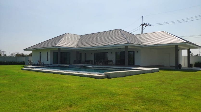 Well Designed Executive Hua Hin Villa For Sale